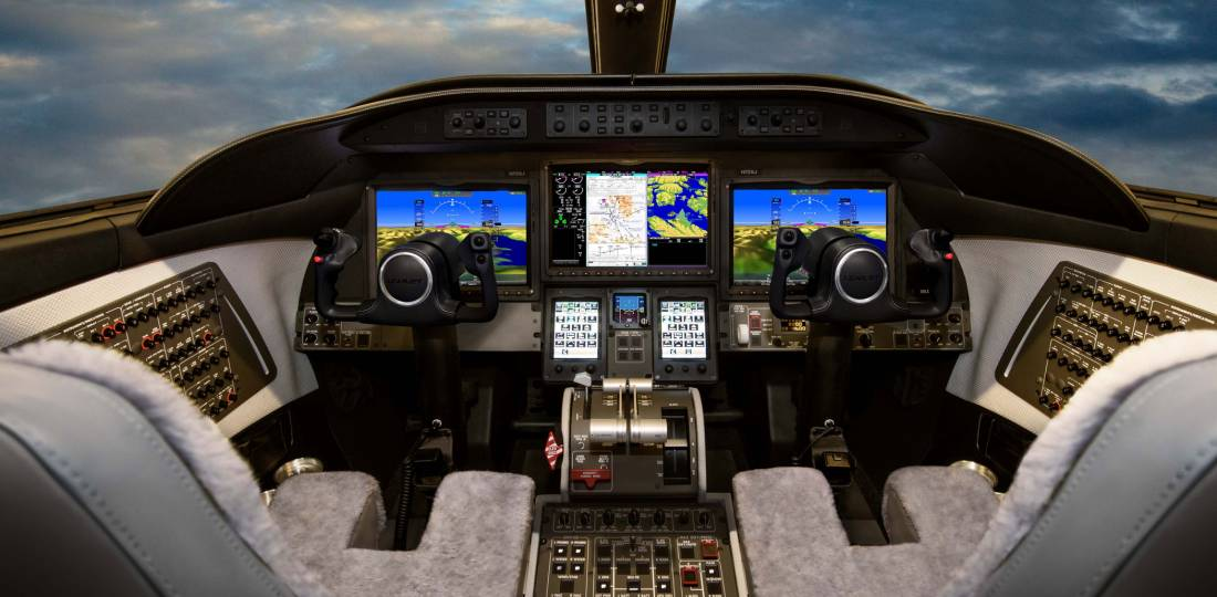 Learjet 75 flight deck
