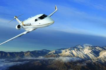 Challenger 350 in flight